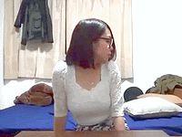 おっぱいメガネ女子大生を部屋に連れ込むことに成功したナンパ君がスケベな盗撮 Pornhub 素人JD女子大生の無料エロ動画