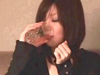 お酒をイッパイ呑まされた女子大生がすっかり酩酊キモチイイ酔っぱらいSEX中出しされても気付かない Pornhub 素人JD女子大生の無料エロ動画