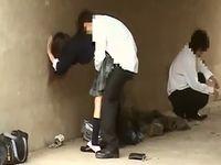 河川敷の橋の下で制服姿のまま青姦セックスする女子校生と男子高校生たちを盗撮 RedTube 素人JK女子校生の無料エロ動画