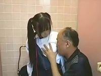 黒髪ツインテールの素人ロリ女子校生に公衆トイレで援交イタズラする中年オヤジ ShareVideos 素人JK女子校生の無料アダルト動画