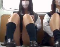 女子校生2人をワゴン車に乗せて白昼堂々フェラさせてる援交現場の個人撮影動画 XVIDEOS 素人JK女子校生の無料エロ動画