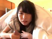 黒髪ロングの素人ロリ女子校生がホテルで布団被りながらフェラしてるのが可愛いから生挿入して中出ししちゃう JavyNow 素人JK女子校生の無料アダルト動画