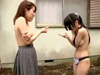 女子校生2人組に野外露出でガチ野球拳させた結果ロリ黒髪少女がパンティまで剥かれて真っ裸の羞恥プレイ SpankBang 素人JK女子校生の無料アダルト動画