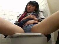 女子トイレで気持ち良さそうにオナニーに耽る素人女子校生たちの盗撮ローアングル動画 ShareVideos 素人JK女子校生の無料アダルト動画