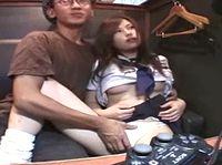 声を潜めてネカフェでギャル女子校生と性行為する援交オジサンが溜め息もらしながら気持ちよさげ ShareVideos 素人JK女子校生の無料アダルト動画