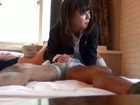 女子校生とシックスナインして下から上まで唾液タラタラ舐め尽くす援交おにいさん XVIDEOS 素人JK女子校生の無料アダルト動画