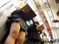 電車内で素人女子校生のスカートの中身をガチ盗撮した動画がネット流出 Pornhub 素人JK女子校生の無料アダルト動画