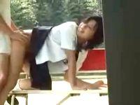 女子校生が公園で立ちバック!盗撮されたラブラブ素人カップルの大胆すぎるラブラブ青姦セックス 盗撮 erovideo 素人JK女子校生の無料エロ動画