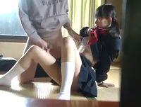 盗撮された幼い顔立ちの真面目そうな黒髪ロリ女子校生が援助交際してしまう瞬間 Pornhub 素人JK女子校生の無料アダルト動画