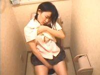 兄貴に盗撮された妹の映像なのか何処かのお宅のトイレで女子校生が全裸でオナってる一部始終がバッチリ映ってネット流出 FC2 素人JK女子校生の無料アダルト動画