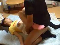 女子校生と思われる幼児体型のロリータ女子が意識の無い状態で中年男にハメられ撮影されている XVIDEOS 素人JK女子校生の無料アダルト動画