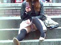 日本の路上は女子校生や女子大生たちの無防備パンチラに溢れているので盗撮し放題 Pornhub 素人JD 女子大生の無料エロ動画