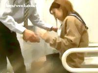 障害者用トイレの大きな個室をラブホ代わりに援助交際する素人ギャル女子校生とサラリーマン男の中出しファックを盗撮 FC2 素人JK女子校生の無料アダルト動画