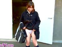 カメラ片手にお散歩JKで制服女子校生の野外露出&パンチラを個人撮影しまくり XVIDEOS 素人JK女子校生の無料エロ動画