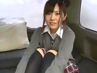 お団子頭が可愛い制服女子校生をワゴン車内でパンチラ撮影してアソコ撫でたり着替えさせたり援交本番エッチ前のお楽しみ中のようです ShareVideos 素人JK女子校生の無料エロ動画