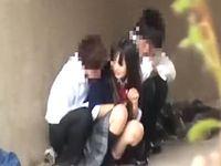 河川敷の高架下で異性に興味津々なお年頃の女子高生と男子高校生2人がノリでエッチなことしてるのを望遠盗撮 ShareVideos 素人JK女子校生の無料エロ動画