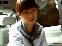 援助交際して車内フェラするセーラー服のロリ女子校生のあどけない表情の上目づかいが可愛い FC2 素人JK女子校生の無料エロ動画