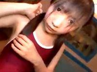 ガチ素人なロリ女子校生を制服からスク水に生着替えさせて幼児体型を舐めるように鑑賞する援交男 erovideo 素人JK女子校生の無料エロ動画