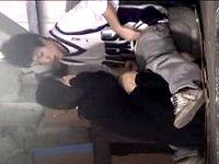 素人女子高生がヤンチャな彼氏の上に跨って野外でイチャラブしながらハメちゃってる現場を盗撮ゲット ShareVideos 素人JK女子校生の無料アダルト動画