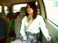 大人びた女子校生と父娘を装ってドライブデートするオジサンが人目を忍んで停車して車中でフェラ抜きさせてます erovideo 素人JK女子校生の無料アダルト動画