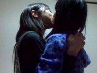 素人の女子校生たちがフザけてキスとか擬似エッチしてなんちゃってレズってるプライベート動画が何気にエロいです ShareVideos 素人JK女子校生の無料エロ動画