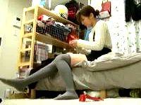 スラリと長い美脚にニーソックスが似合うお洒落な素人女子大生を部屋に連れ込んでイチャラブHを盗撮 ShareVideos 素人JD 女子大生の無料アダルト動画