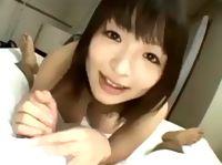 ニコニコしながら勃起チンチンを弄ぶ色白美形な女子大生の主観フェラ&手コキ erovideo 素人JD 女子大生の無料エロ動画