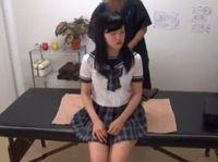 清楚なお嬢さま系の黒髪ロング女子校生が中年施術士のエロマッサージで開花させられちゃう! JavyNow 素人JK女子校生の無料アダルト動画