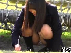 制服女子高生のスカートの中身がモロ見えだったので望遠カメラでパンチラ盗撮しちゃった! ShareVideos 素人JK女子校生の無料エロ動画