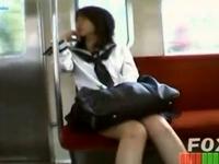 駅や電車の中で制服女子校生たちが無防備なパンチラ晒してるのを素人盗撮 erovideo 素人JK女子校生の無料エロ動画
