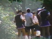 通行人の目も気にせず森の中で素人女子校生たちが集団で着替えてるところを盗撮した映像集 erovideo 素人JK女子校生の無料アダルト動画