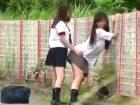 田舎道でガチ素人女子校生たちがフザケ合ってエロいことしてる姿を遠くから盗撮 erovideo 素人JK女子校生の無料エロ動画