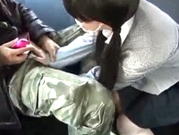 援助交際してる素朴な普通っぽい黒髪おさげの女子校生が見知らぬオジサンの車に乗り込むとモッコリ股間を触らされてフェラ個撮 XVIDEOS 素人JK女子校生の無料アダルト動画